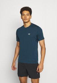 Arc'teryx - MOTUS CREW MENS - Print T-shirt - limitless - 0