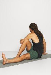 Nike Performance - SHORT - Pantaloncini sportivi - galactic jade - 3