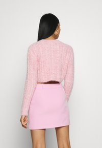 Topshop - FLUFFY CABLE CROP - Jumper - pink - 2