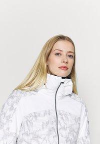 O'Neill - WAVELITE JACKET - Snowboard jacket - powder white - 6