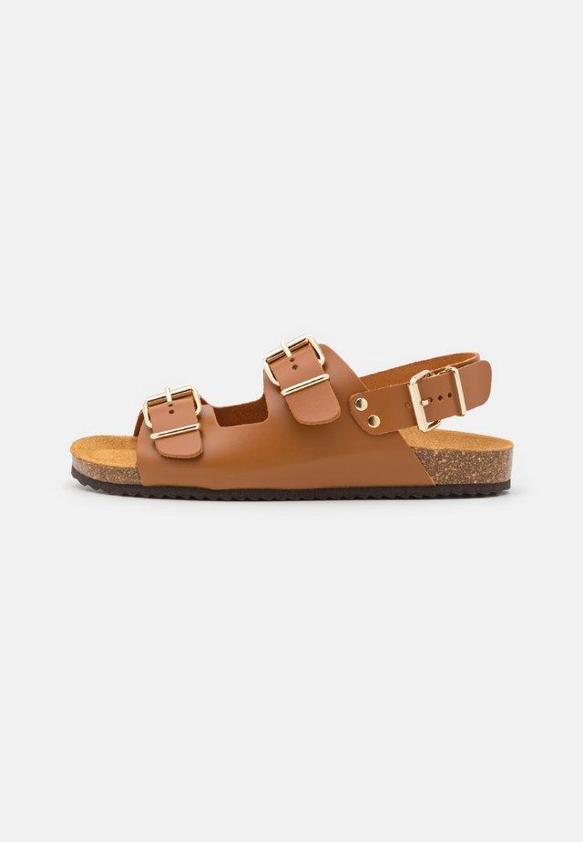 BUCKLE SLINGBACK FOOTBED - Sandales - tan