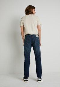 Levi's® - WELLTHREAD 502™ - Jeans straight leg - high tide indigo - 2