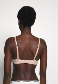 Calvin Klein Underwear - ONE MICRO UNLINED DEMI - Kaarituettomat rintaliivit - honey almond - 2