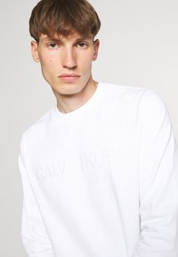 Calvin Klein - TONE LOGO  - Sweatshirt - white - 3