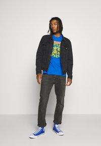 Bioworld - TEENAGE MUTANT NINJA TURTLES TEE - T-shirts print - heather blue - 1