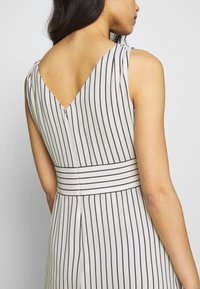 Lauren Ralph Lauren Petite - DANIKA SLEEVELESS DAY DRESS - Maxi dress - cream/navy - 5