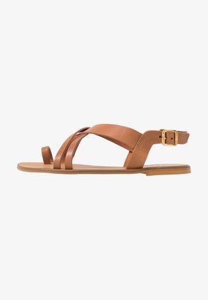 SERIOUS - Sandály s odděleným palcem - tan