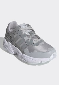 adidas Originals - YUNG-96 SHOES - Trainers - gray - 2