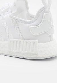 adidas Originals - NMD_R1 UNISEX - Matalavartiset tennarit - footwear white - 5