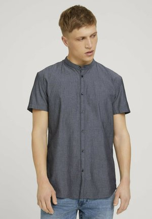 MIT STEHKRAGEN - Shirt - black and white minimal dobby