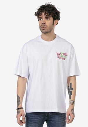 MILTON KEYNES - Print T-shirt - white