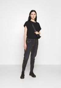 Diesel - FAYZA - Džíny Relaxed Fit - military green - 1