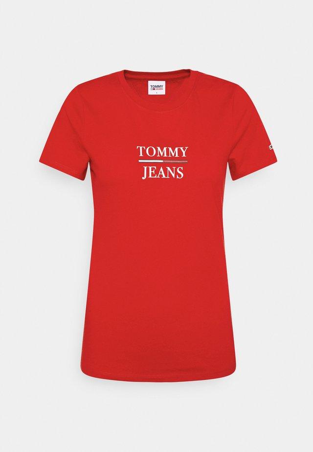 ESSENTIAL - T-shirt con stampa - deep crimson
