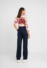 Envii - PANTS  - Spodnie materiałowe - navy blazer - 2