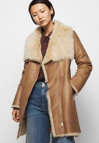 STUDIO ID - CLASSIC COAT - Winter coat - camel/light camel - 4