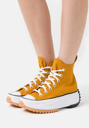 RUN STAR HIKE - Zapatillas altas - saffron yellow/white/black