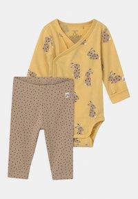 Lindex - RABBIT SET UNISEX - Leggings - Trousers - light dusty yellow - 0