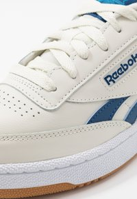 Reebok Classic - CLUB C REVENGE - Joggesko - chalk/blue/white - 5