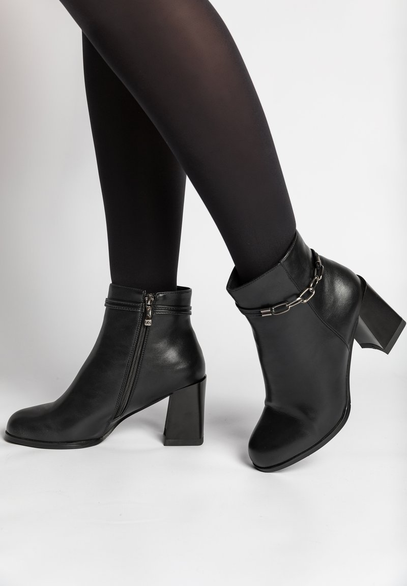 Betsy - High heeled ankle boots - schwarz