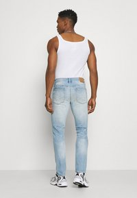 American Eagle - MEDIUM MOVE FREE - Slim fit jeans - getaway light - 2