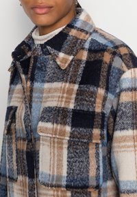 TOM TAILOR DENIM - LONG CHECK OVERSHIRT - Classic coat - cosy blue - 4