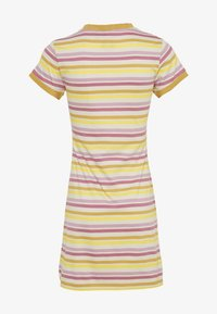 Kickers Classics - STRIPED RINGER WITH CENTRAL EMBROIDERED LOGO - Sukienka z dżerseju - yellow/pink - 1