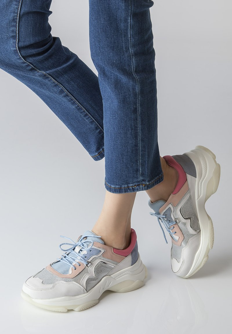 TJ Collection - CHUNKY SOLE - Sneakers laag - silver