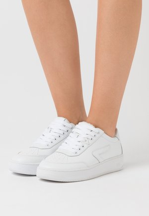 BASELINE - Sneakers laag - white