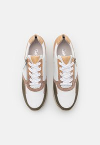 Gabor Comfort - Sneakers laag - weiß/oliv/caramel - 5