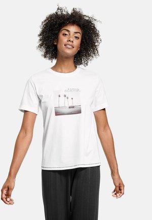 KURZARM RUNDHALS MIT FRONT-PRINT AUS GOTS BIO-BA - Print T-shirt - weiß gemustert
