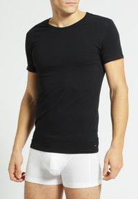 Tommy Hilfiger - 3 PACK - Undershirt - black/grey heather/white - 4