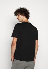 HUGO - DARLON - T-shirt z nadrukiem - black - 2