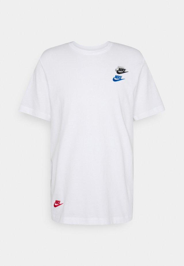 TEE CLUB ESSENTIALS - T-shirt z nadrukiem - white