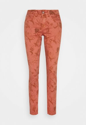 LOTTE TWILL PANT - Trousers - saraza flower aragon