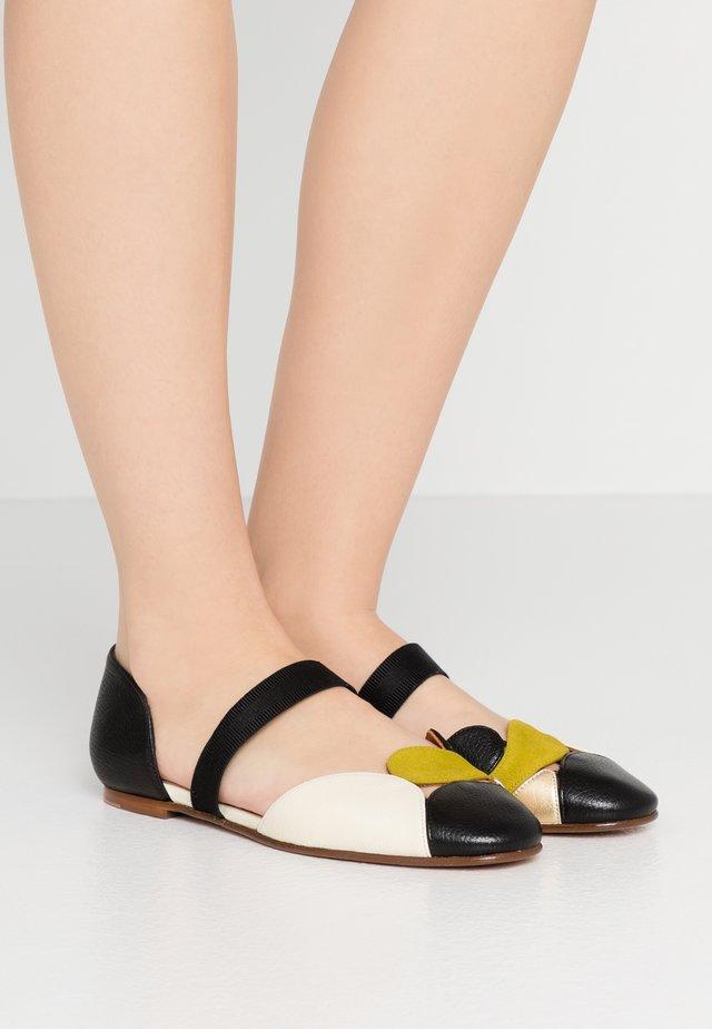 VACHEL - Ballerine con cinturino - jansen/curry/oro