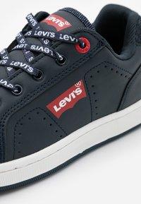 Levi's® - NEW DYLAN  - Sneaker low - navy - 5
