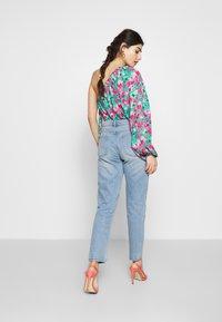 Lost Ink Petite - VINTAGE MOM - Jeans straight leg - goji - 2