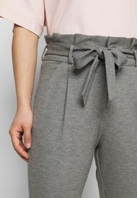 Vero Moda Petite - VMEVA LOOSE PAPERBAG PANT - Trousers - medium grey melange - 4