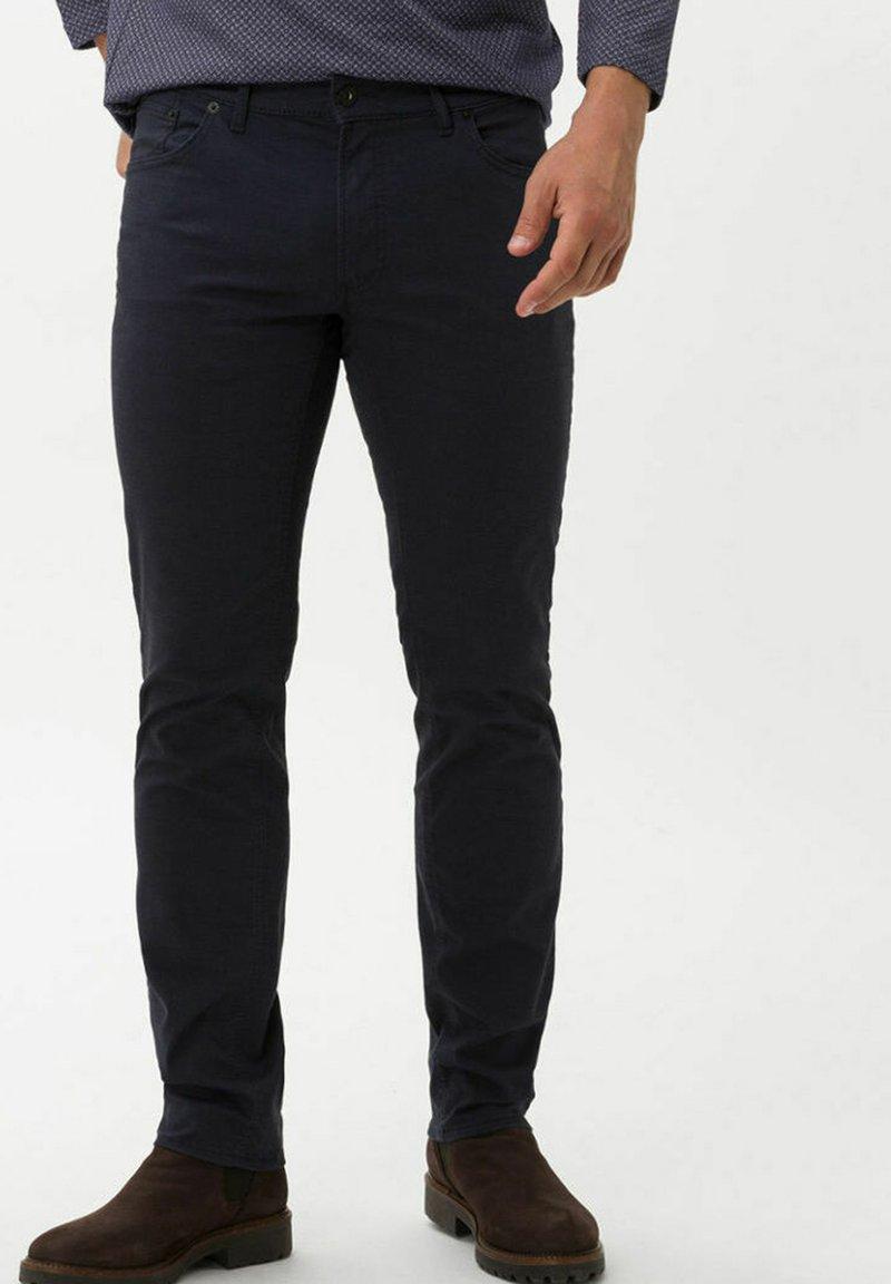 BRAX - CHUCK - Trousers - navy
