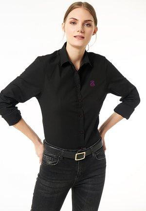 MIT KREMPELäRMELN - Button-down blouse - schwarz