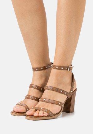 RILEY - Sandals - cognac