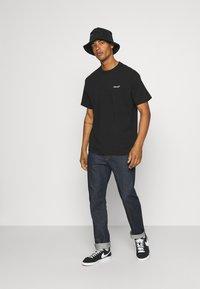 Levi's® - TAB VINTAGE TEE UNISEX - T-shirt - bas - mineral black - 1