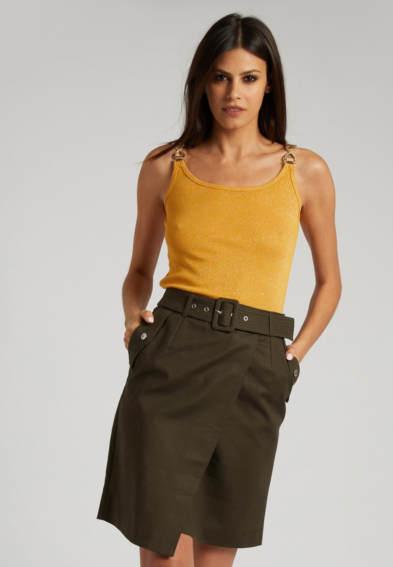 Morgan - WITH ORNAMENTS - Top - yellow