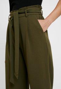 Springfield - CIRCUL - Trousers - greens - 5