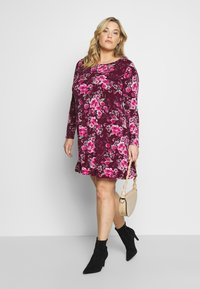 CAPSULE by Simply Be - LONG SLEEVE SWING - Jersey dress - berry - 1