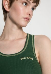 BDG Urban Outfitters - SCOOP TANK - Topper - green - 4