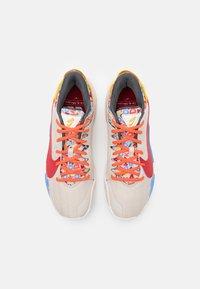 Nike Performance - ZOOM FREAK 2 NRG - Basketball shoes - desert sand/gym red/sail/camellia - 3