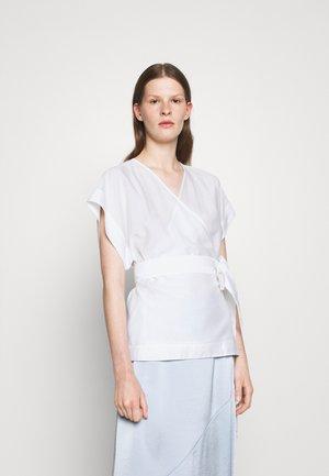 DORA - T-Shirt print - white chal