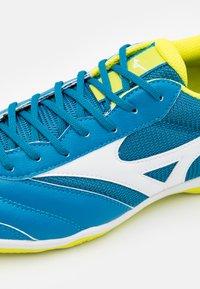 Mizuno - MRL SALA CLUB IN - Indoor football boots - mykonos blue/white - 5