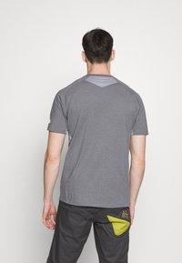 The North Face - MENS WICKER GRAPHIC CREW - Print T-shirt - medium grey heather/white - 2